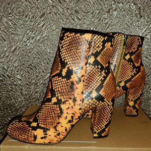 Trendy snake print chunky heel ankle boot size 8